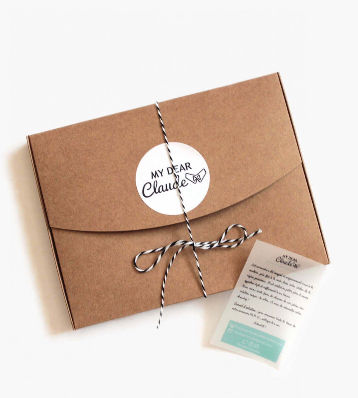 Jolie boîte cadeau pour les cols plastrons