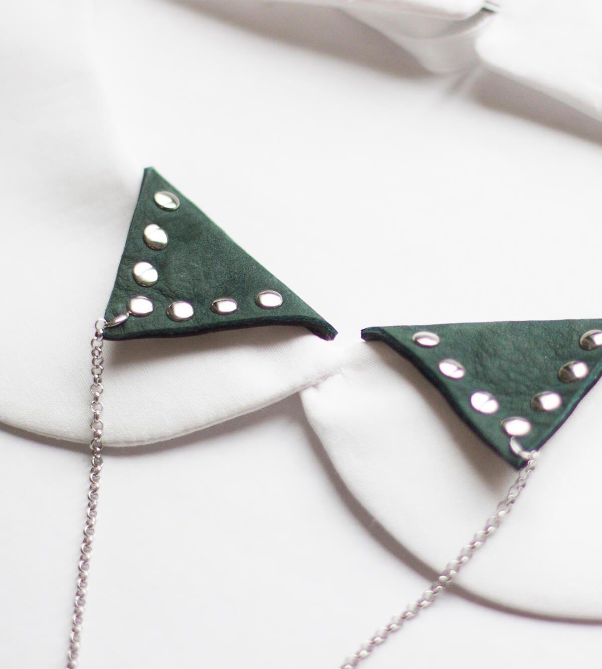 bijoux de col réversible en cuir clouté