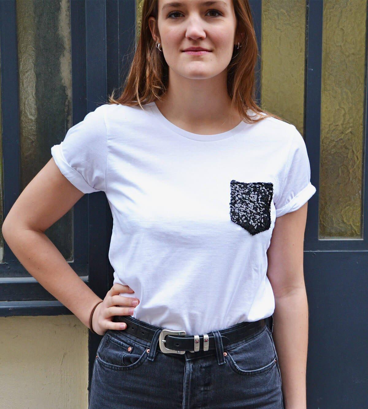 t-shirt blanc à poche noir paillettes