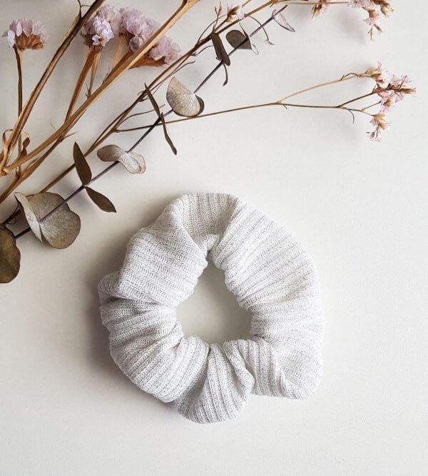 chouchou blanc et argenté
